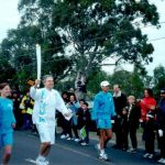 Ross Smith runs with the OlympicTorch Keyborough 2000